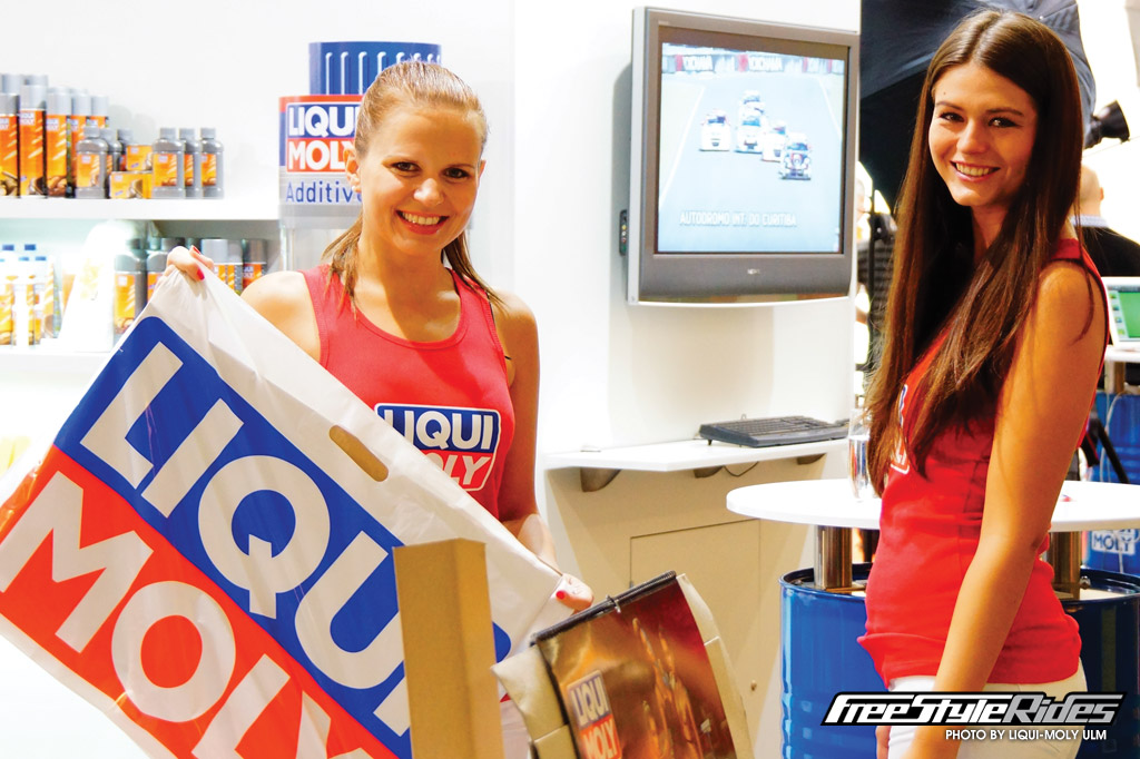 Distinctive Liqui-Moly bags were specifically designed to accommodate the large 2015 glamour calendar. With 7500 given out over the five days, these highly-visible bags were everywhere
